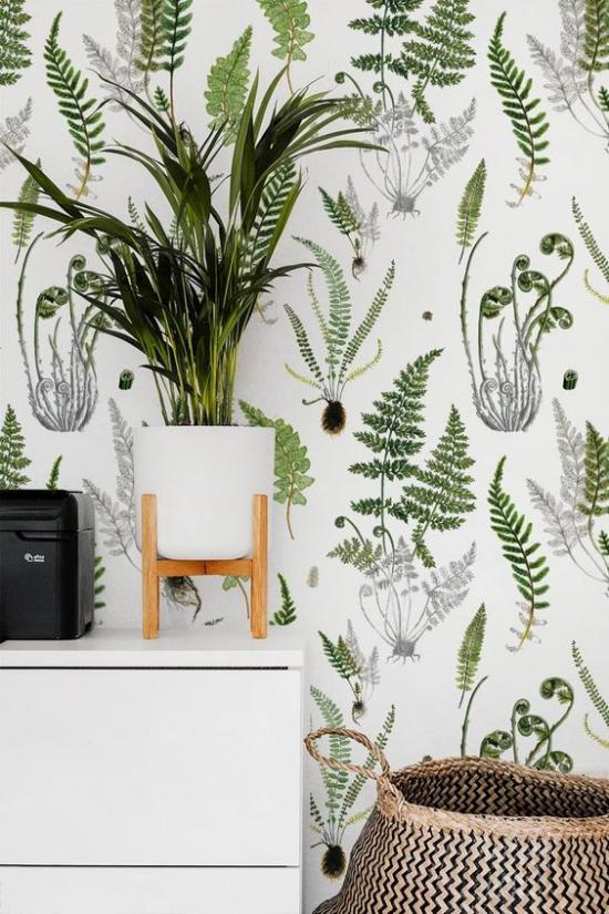 Blumentapeten Deko Trend 2020 weißer Hintergrund grüne Blätter im Kontrast