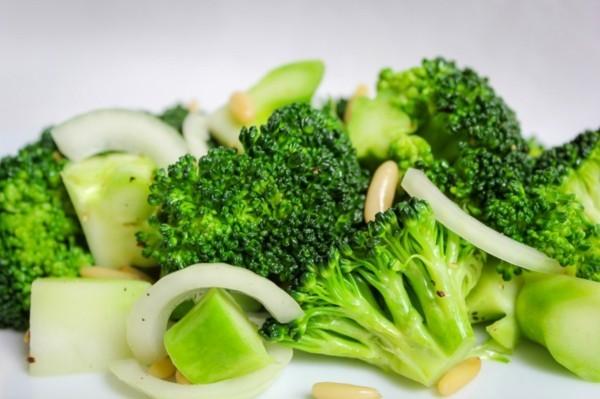 Brokkoli roh essen Nährstoffe gesundheitliche Vorteile