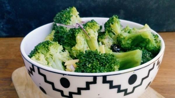 Brokkoli roh essen Schale Nährstoffe gesundheitliche Vorteile