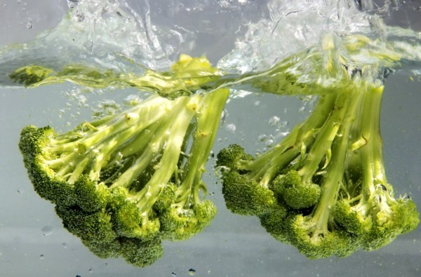 Brokkoli roh essen Wasser Nährstoffe gesundheitliche Vorteile