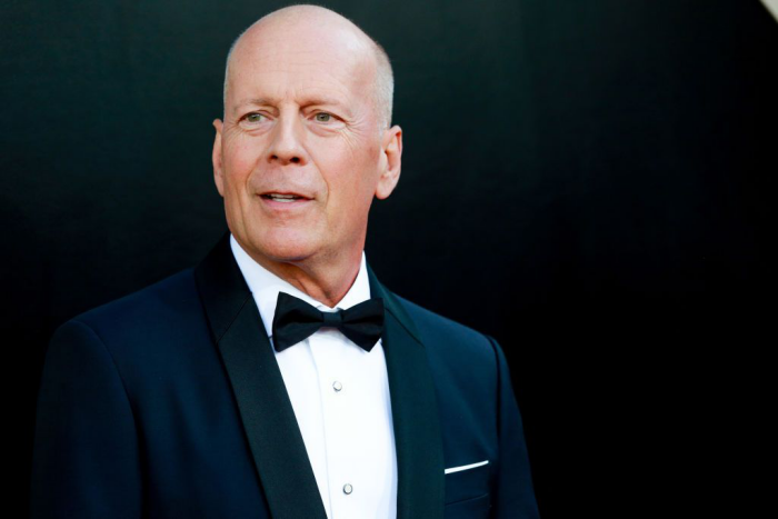 Bruce Willis Hollywood Star feiert 65. Geburtstag sieht super cool aus