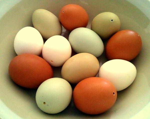 Eier ausblasen Technik Schritt für Schritt Anleitung Eierschalen