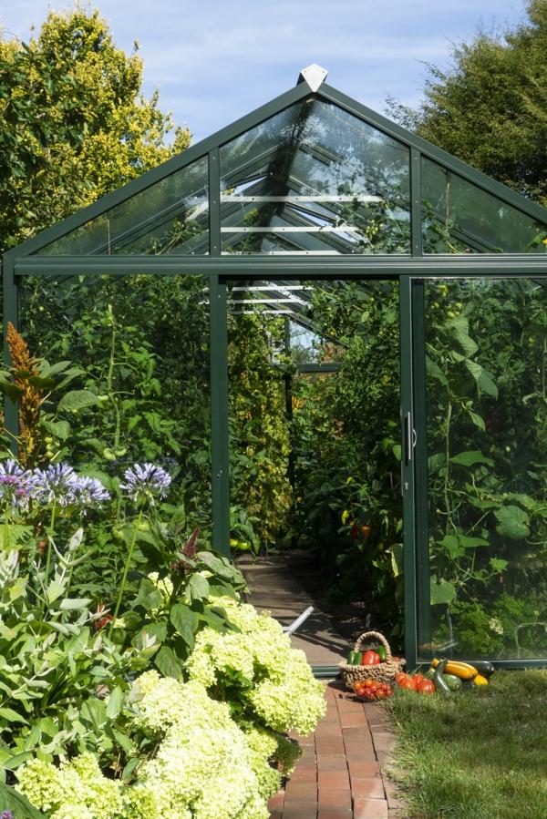 Eingang in das bepflanzte Geächshaus bio-varis von Hoklartherm