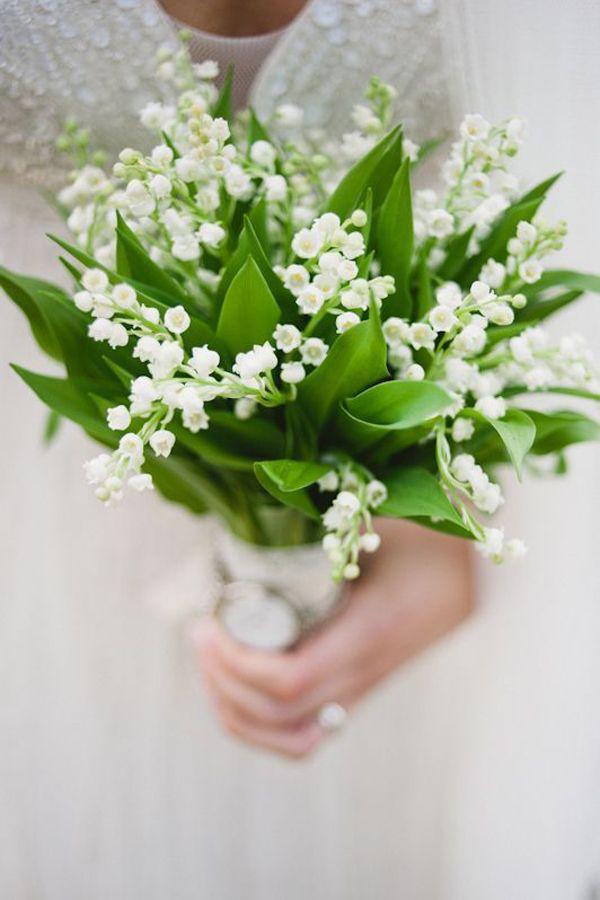 Geburtsmonat passende Blume Blumenstrauß Maiglöckchen kleine weiße Blüten sattgrünes Laub