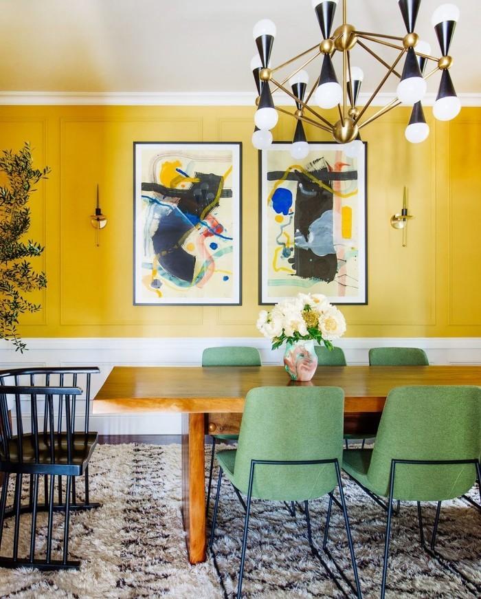 Geheimnisse des Innendesigns enthüllt Esszimmer gelbe Wand moderner zwei Bilder als Blickfang Kronleuchter