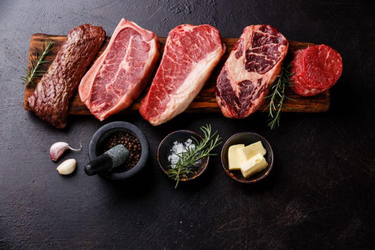 Gesundes und ausgewogenes Essen in Zeiten der Corona-Krise mageres Fleisch vor anderen Fleischsorten vorziehen