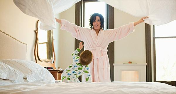 Milben im Bett Bettmilben Mutter und Kind