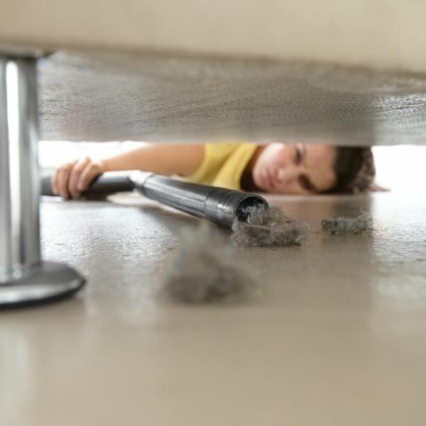 Milben im Bett Bettmilben bekämpfen Staub staubsaugen