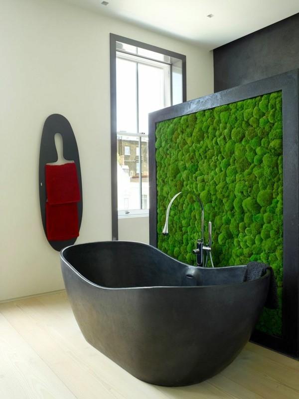 Mooswand selber machen Biophilie Wandverkleidung Badezimmer schwarze Badewanne