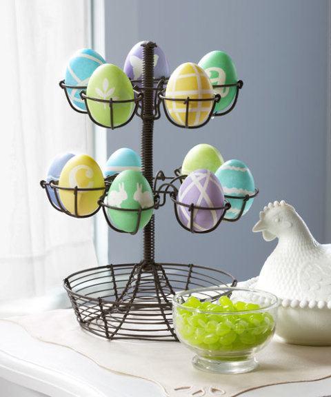 Oster-Bastelideen - Etagere mit vielen verschiedenen Eiern