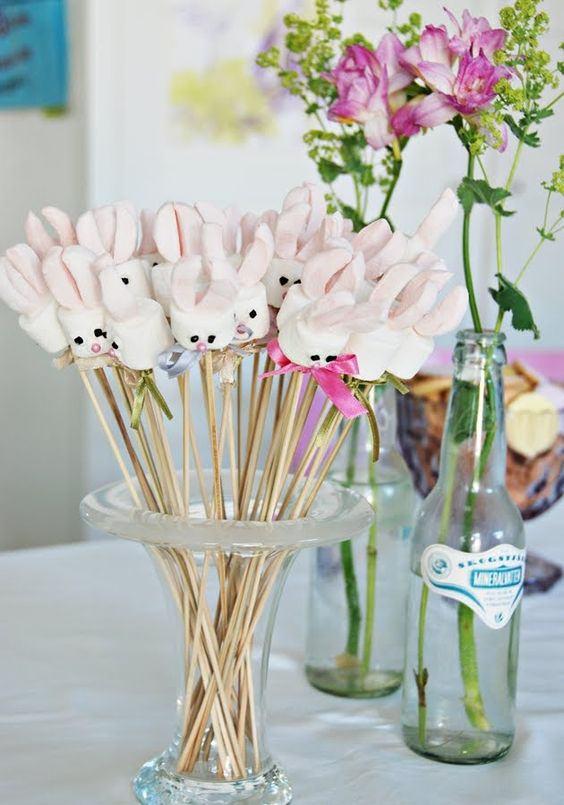 Oster-Bastelideen - Kleine Vasen mit Stöckern
