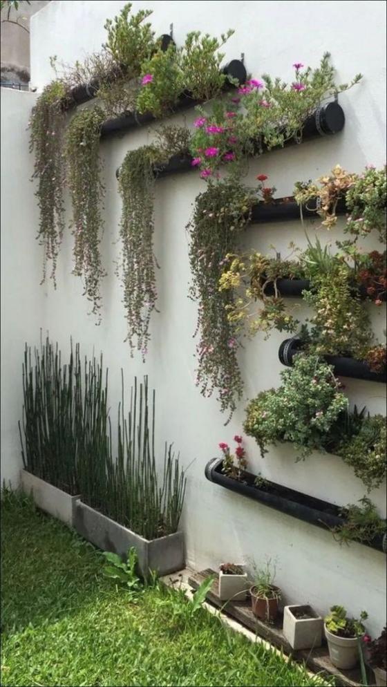 Outdoor - Trends 2020 Grüne Wand prächtiges Arrangement draußen viele Kästen mit Grünpflanzen ein richtiger Blickfang