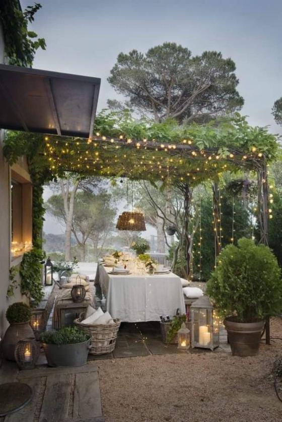 Outdoor - Trends 2020 passende Außenbeleuchtung schöne grüne Umgebung essen und trinken im Freien
