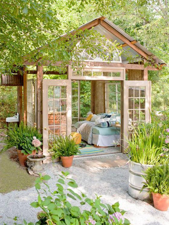 Outdoor - Trends 2020 wohnen im Garten Gartenhaus als Schlafzimmer eingerichtet
