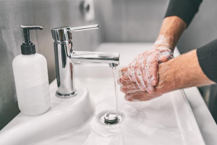 Richtiges Händewaschen viele Male am Tag die Hände gründlich waschen