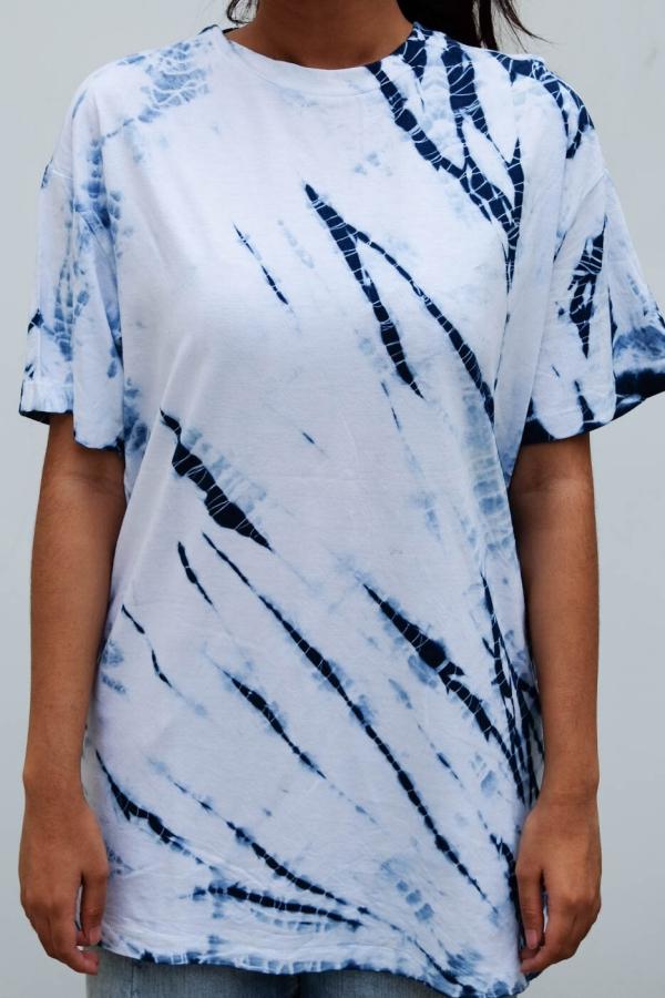 T-Shirt mit verschiedenen Farben Shibori Technik