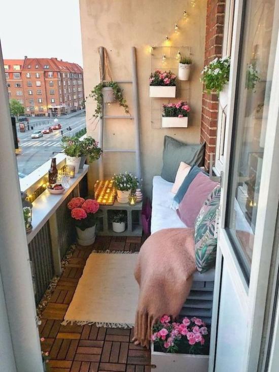 Terrasse frühlingsfit machen Ideen auch für kleinen Balkon frühlingshaft gestalten