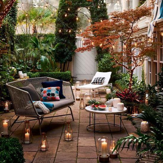 Terrasse frühlingsfit machen Patio viele Lichter Kerzen anzünden märchenhafte Atmosphäre schaffen