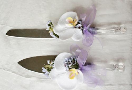 Tischdeko mit Orchideen Besteck dekorieren festliche Tischdekoration