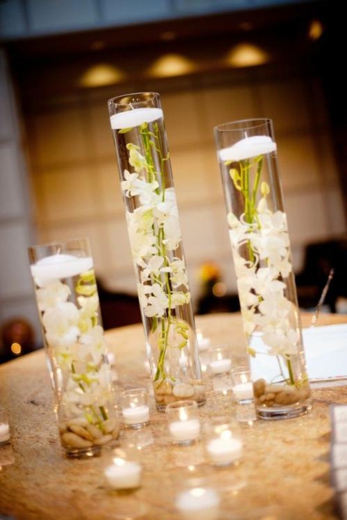 Tischdeko mit Orchideen Kerzen romantische Atmosphäre