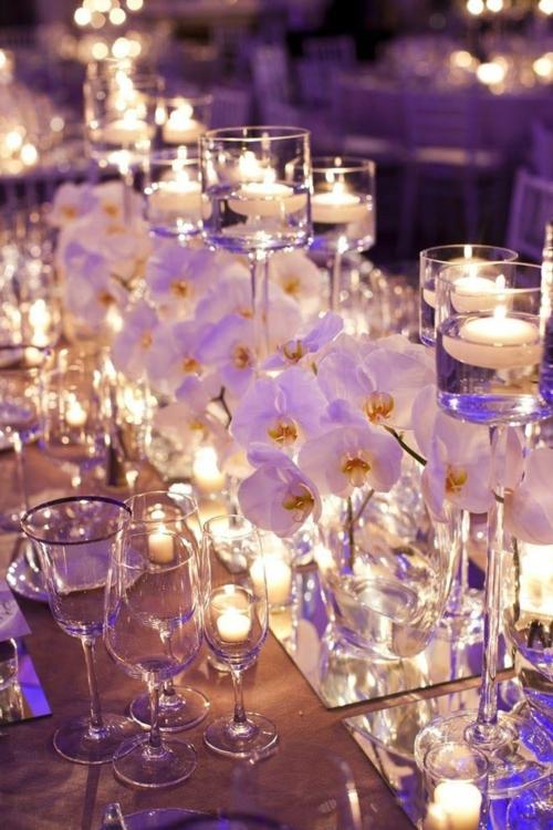 Tischdeko mit Orchideen Kerzen weiße Orchideenblüten