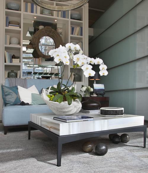 Tischdeko mit Orchideen festliche Hausdekoration Ideen Wohnzimmer Tisch