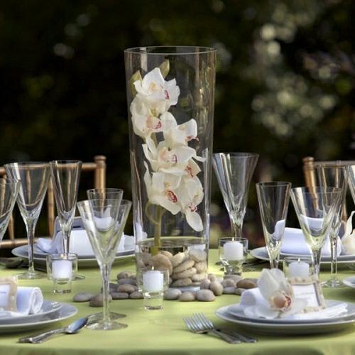Tischdeko mit Orchideen festliche Tischdekoration Gartenparty Sommer
