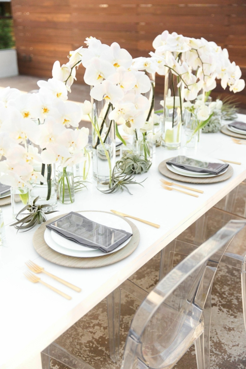 Tischdeko mit Orchideen festliche Tischdekoration Orchideen in Vasen