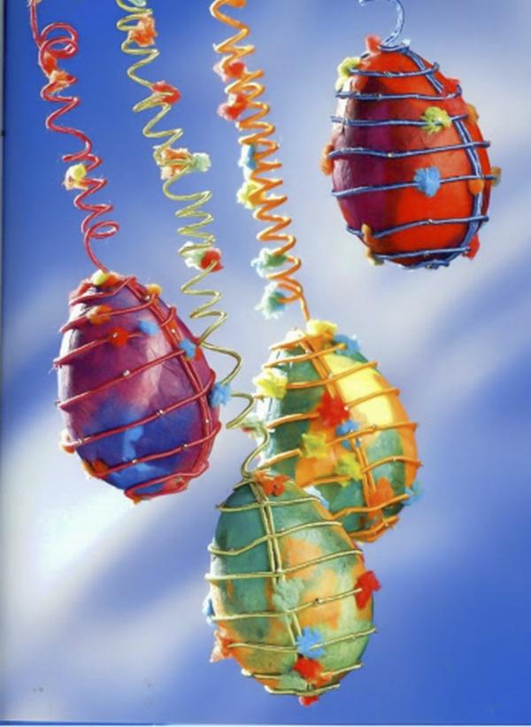 ausgeblasene Eier aufhängen kreative Osterdeko Ideen