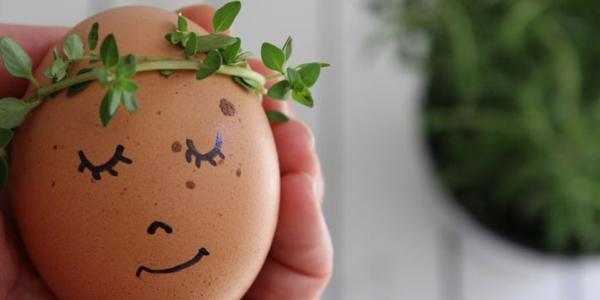 ausgeblasene Eier bemalen Osterdeko selber machen