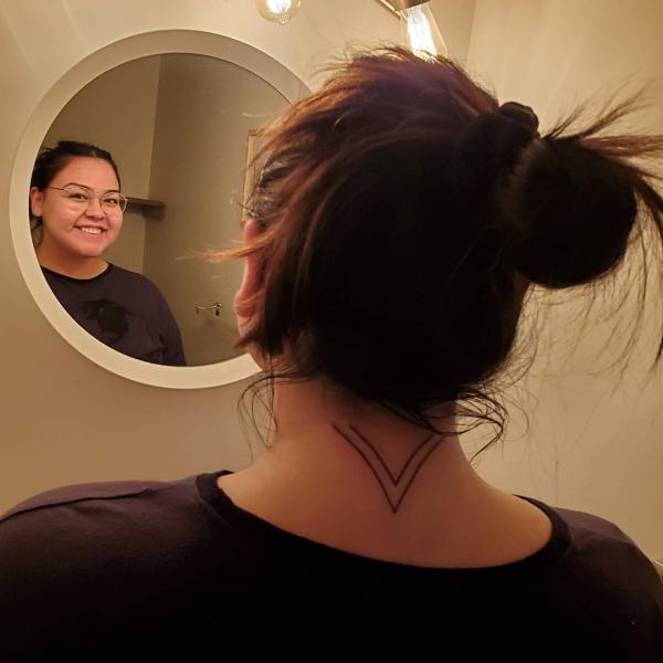 bild im gesicht - indianer tattoo
