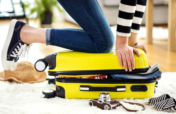 gelben koffer richtig packen koffer packen