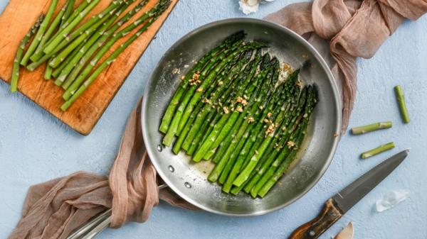 grünen Spargel zubereiten Spargel braten Tipps
