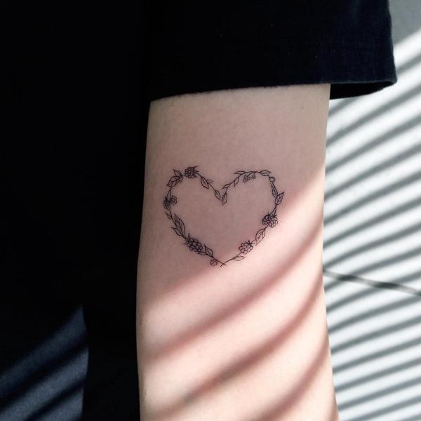herz am arm ideen tattoos 2020