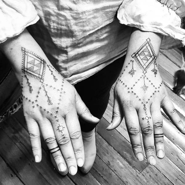 indianer tattoo hände schmuck ideen