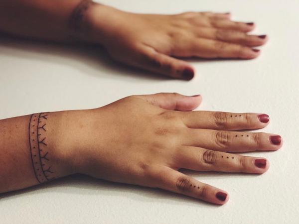 indianer tattoo schön bemalte hände