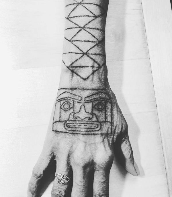 indianer tattoo sehr raue idee für indianer tätowierung