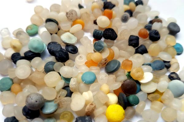 mikroplastik in kosmetik gefahr für natur und mensch