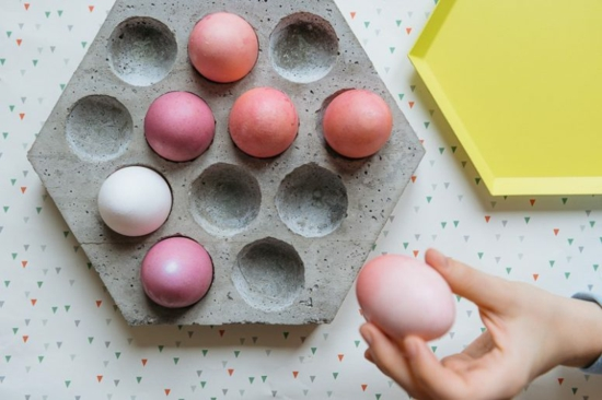 osterdeko aus beton eier tablett selber machen