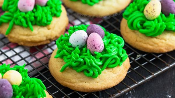osternest backen kekse creme mini ostereier bonbons