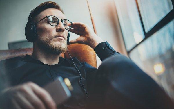 podcasts hören zu hause langeweile vertreiben