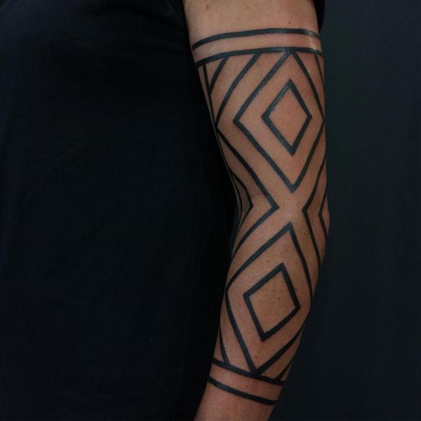 schöne ideen für die hand - indianer tattoo