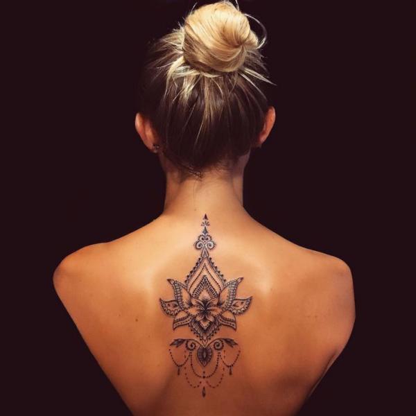 schmuck am rücken tattoos 2020