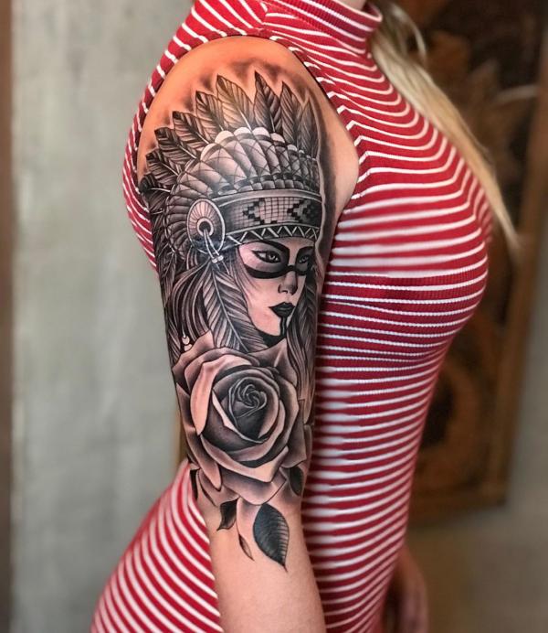 sexy frauen tattoo - indianer tattoo