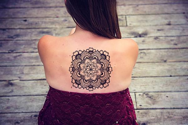 tätoweiung am rücken - tolle ideen - indianer tattoo