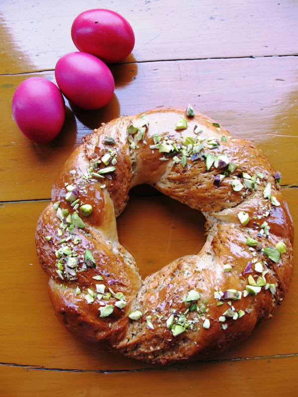 traditionellen osterkranz backen mit pistazien