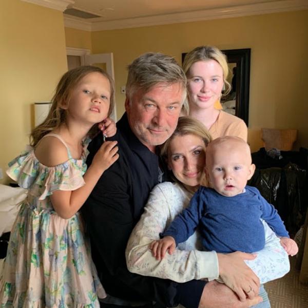 Alec Baldwin 62 beliebter Schauspieler Ireland Baldwin vier kleine Kinder Hilaria
