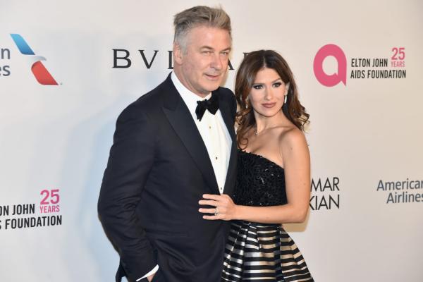 Alec Baldwin 62 beliebter Schauspieler und Synchronsprecher politisch engagiert hier mit zweiter Ehefrau Hilaria