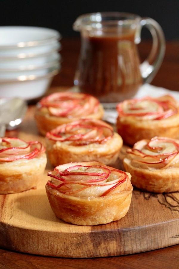 Apfelrosen Blätterteig Rosen backen Pfirsich Pflaume Rezeptidee