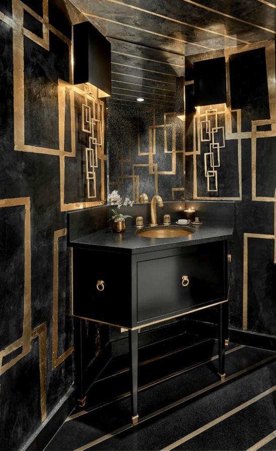 Badezimmer in Schwarz und Gold schwarze Fliesen schwarzer Waschtisch Armaturen Lampen in Goldglanz